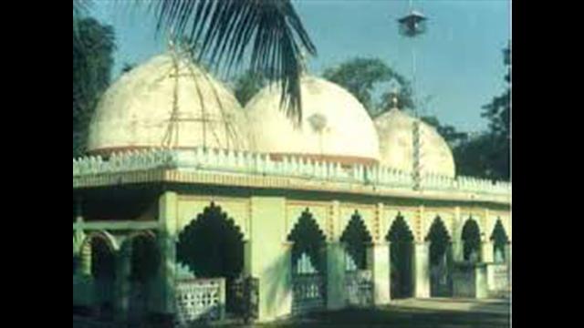 গড়জরিপা বারদুয়ারী মসজিদ।