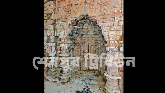 নকলা উপজেলার রুনীগাঁও গাজীর দরগাহ্ মসজিদ।